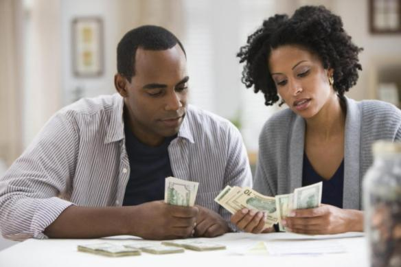 103919679_Getty_Couple Counting Money
